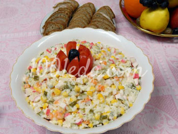 Салат из крабовых палочек с кукурузой классический